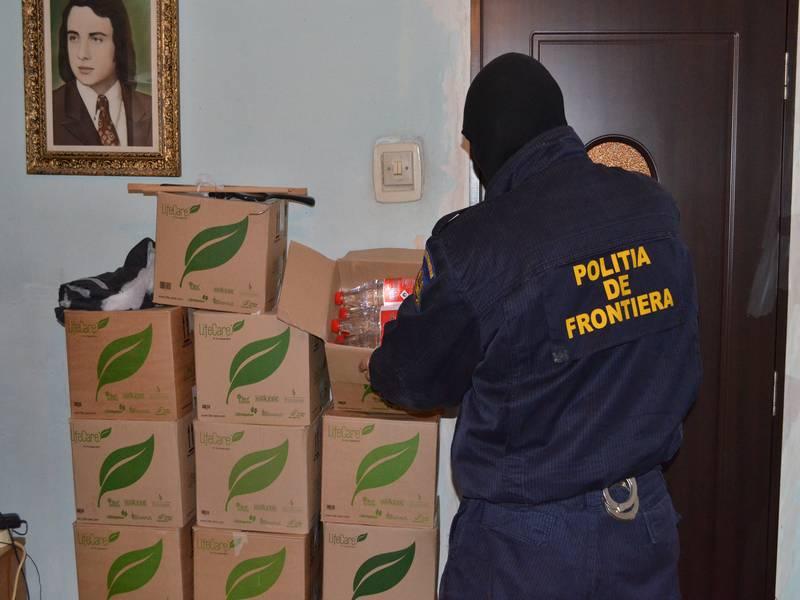 330 de litri de alcool şi mii de ţigarete de contrabandă  confiscate de poliţiştii de frontieră mehedinţeni