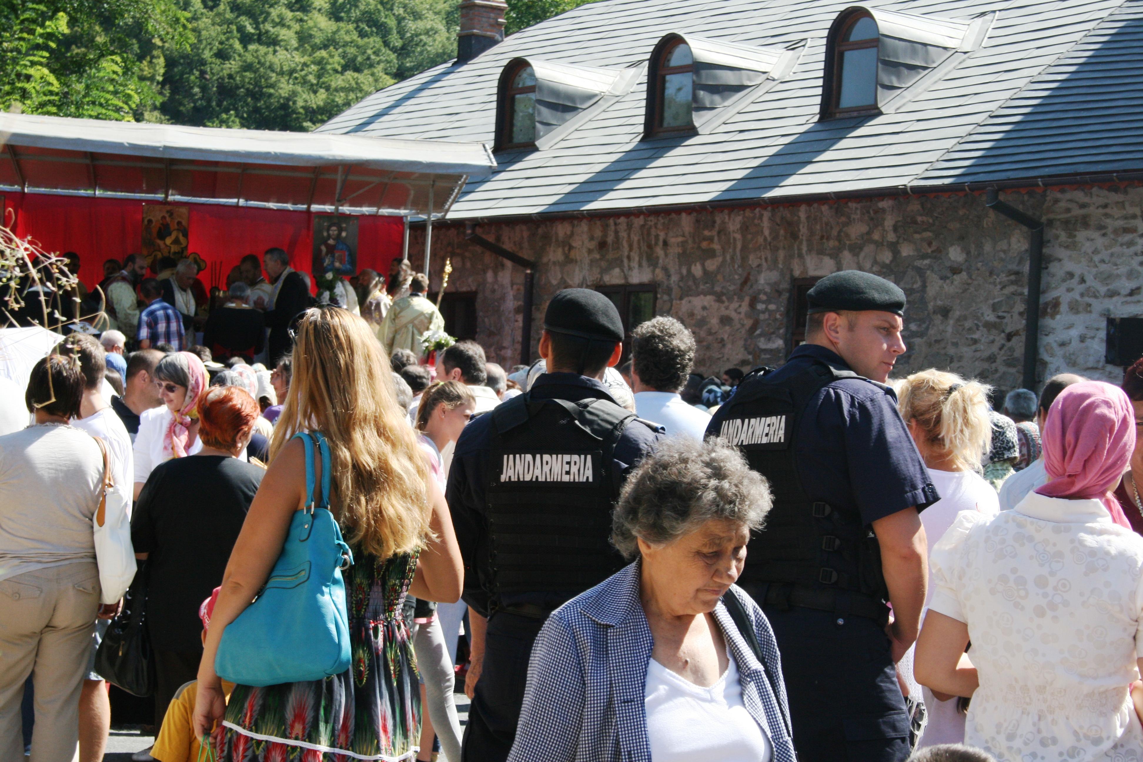 Jandarmii în sprijinul cetăţenilor la manifestările culturale şi religioase