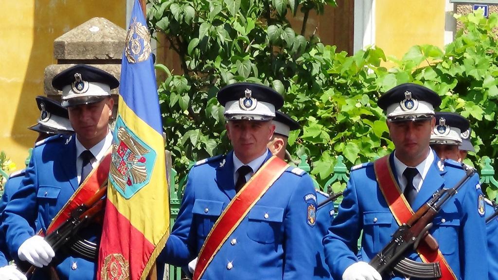 Jandarmii  mehedinţeni participă la manifestările dedicate Zilei Drapelului Naţional