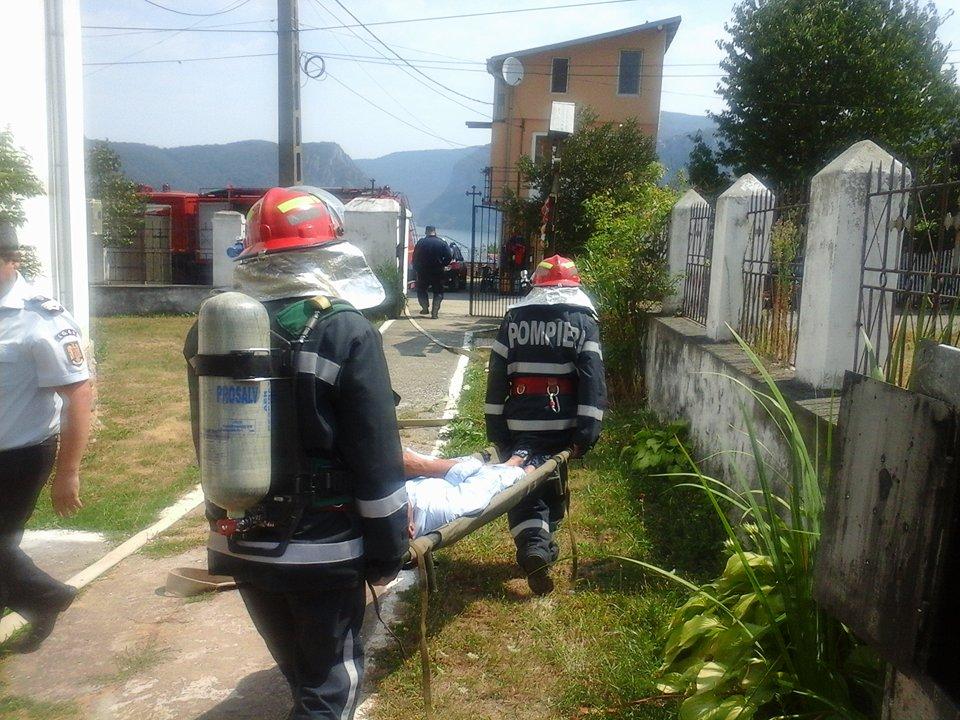 -Pompierii mehedinţeni au intervenit la temperaturi foarte scăzute   pentru a-şi ajuta semenii –