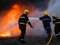 Două incendii stinse de pompierii mehedinţeni şi şapte persoane   transportate la spital-