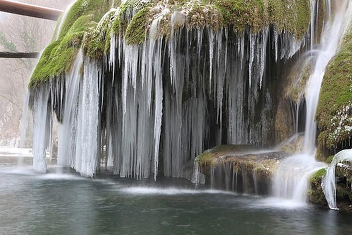 Nu ratati Cascada Bigar iarna!