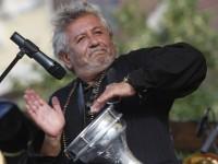 Ovidiu Lipan Tandarica sustine un concert n Piata Piata Mare din Sibiu, sambata, 30 august 2008. Concertul a fost oferit de Posta Romana tuturor sibienilor, cu ocazia Balcaniadei Marsul Factorilor Postali. ANA POENARIU / MEDIAFAX FOTO