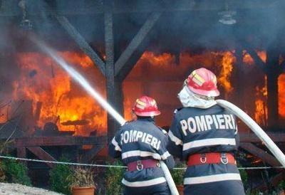 În weekend pompierii mehedinţeni au intervenit la 18 urgenţe  medicale şi 2 incendii-