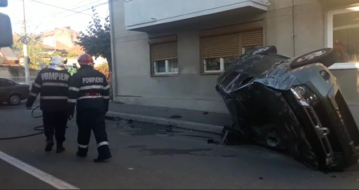 ISU intervine la locul unui accident rutier în intersecția străzii Decebal cu strada Chișinău