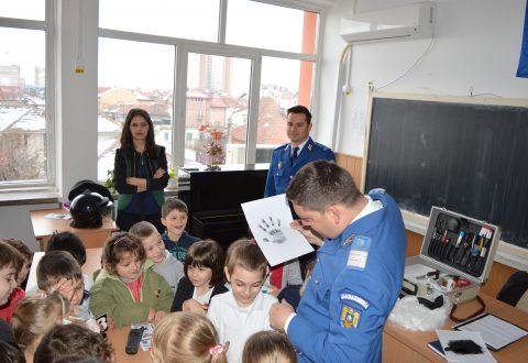 """Jandarmeria Mehedinți, alături de elevi în cadrul programului ,,Şcoala Altfel"""""""