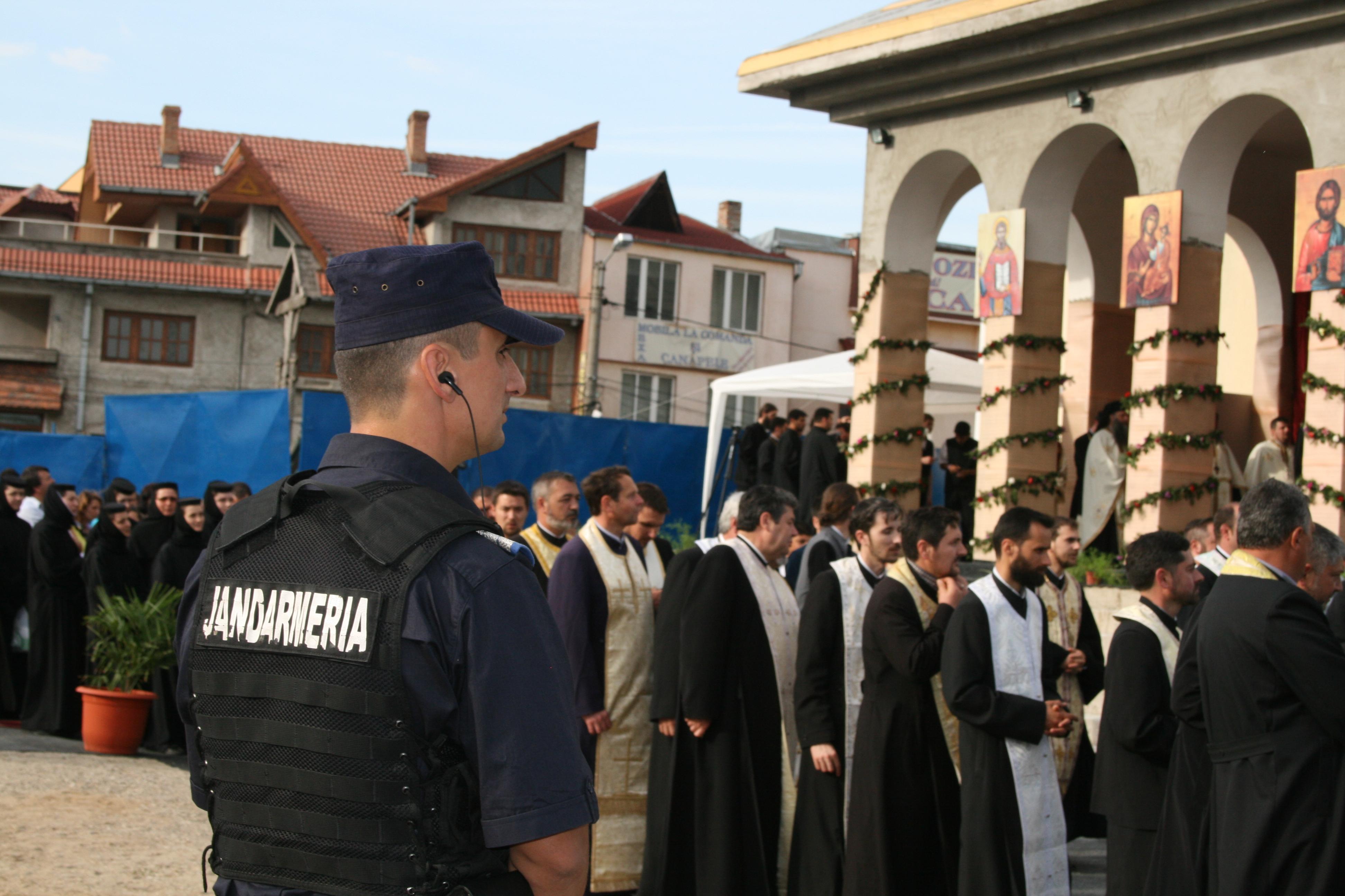 Jandarmii mehedințeni asigură ordinea publică la Hramul Catedralei