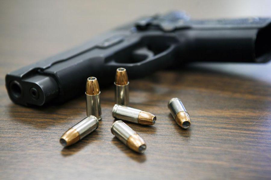 Furt calificat, nerespectarea regimului armelor și munițiilor