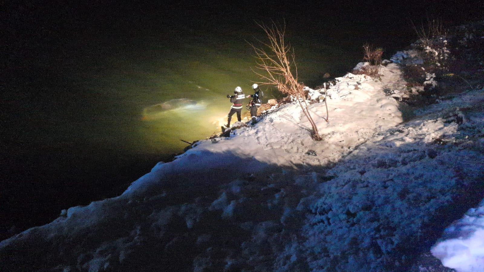 O mașină a căzut în Dunăre la Șvinița
